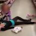 Δίχρονο κοριτσάκι παλεύει να συνεφέρει την μητέρα του. (βίντεο)...
