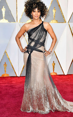 http://www.eonline.com/photos/20157/oscars-2017-red-carpet-arrivals/745952