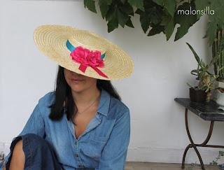Sombrero tipo canotier ala ancha xxl con flores y lazo para invitada boda