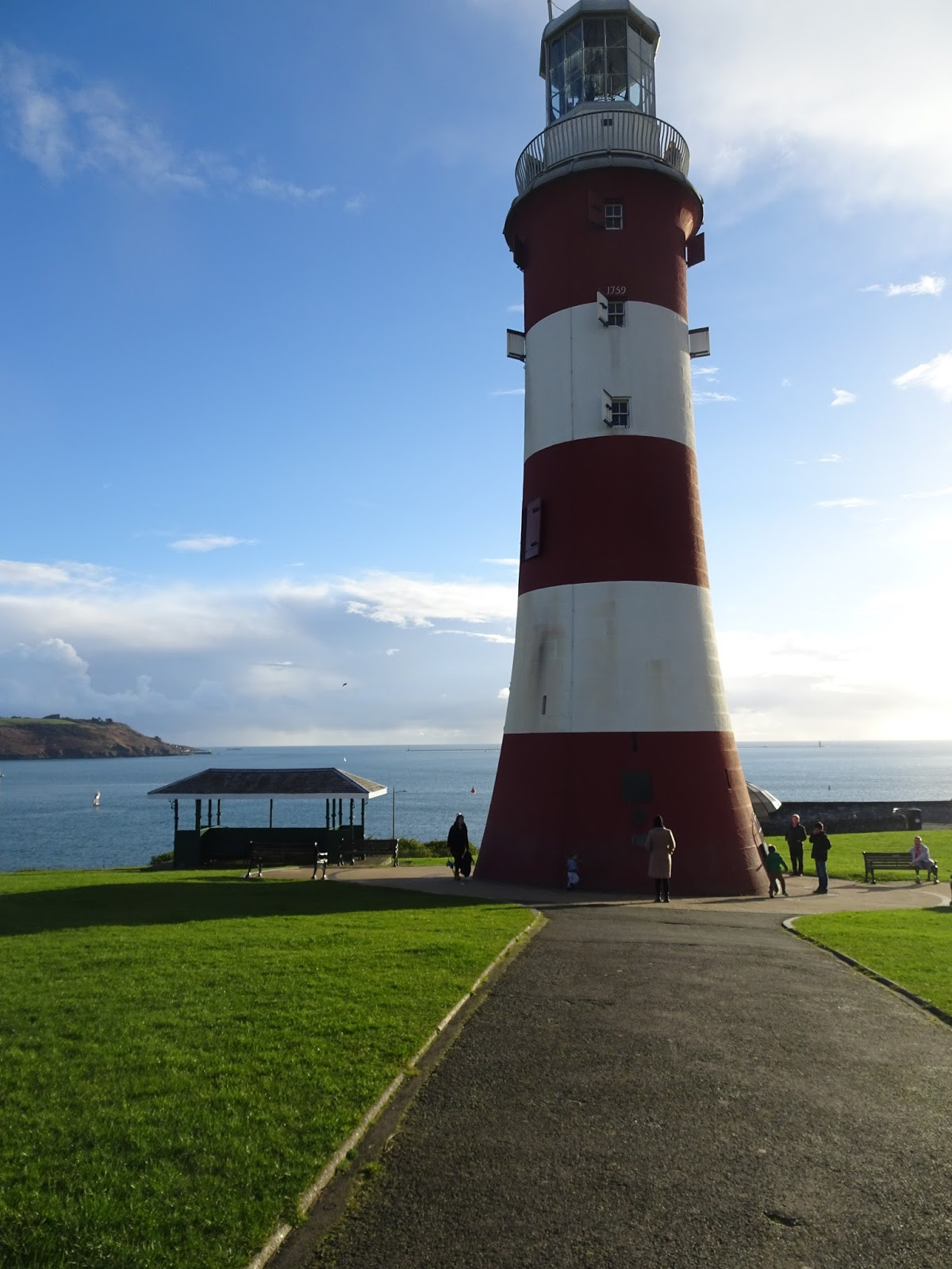 Plymouth-hoe-lighthouse