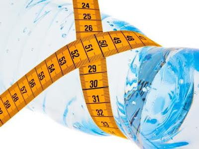 beber agua para dejar de retener liquido