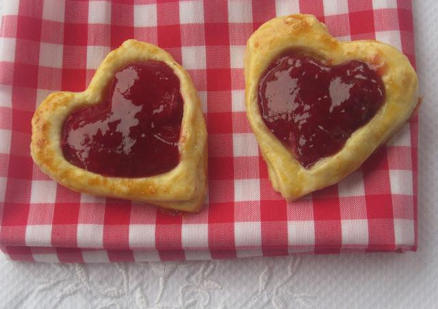 strawberry-hearts, corazones-de-fresa, receta-san-valentin, corazones-de-hojaldre