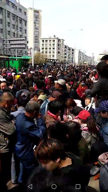黑龙江省失业教师一万多人到该省信访局上访维权(图)