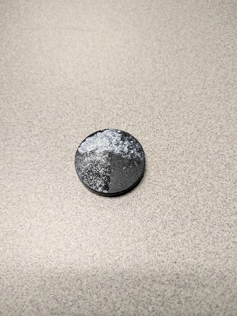 Miniature Base used as test piece for powder application