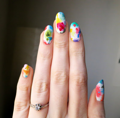 uñas decoradas con blanco