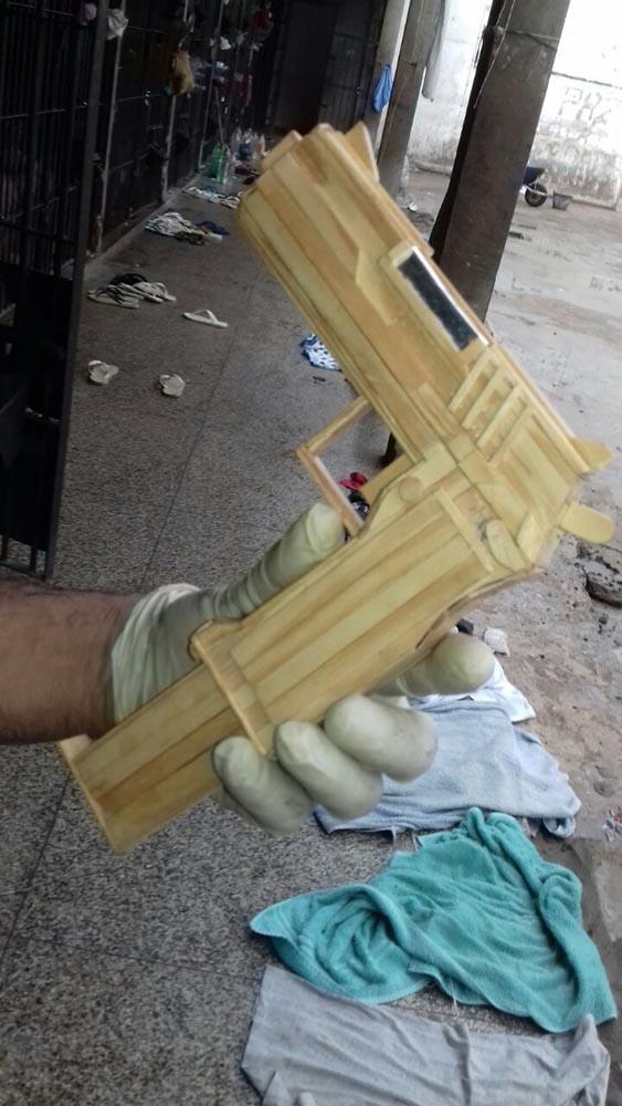 Agentes encontram pistola feita com palitos de picolé na penitenciária de Esperantina