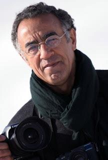 Burhan Ozbilici المصور الذي التقط صور حادث الإغتيال أمس والتي وصلت لكل أنحاء العالم