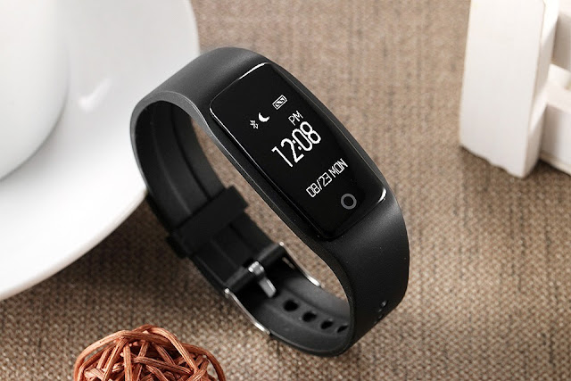 Health and fitness features of the smart band include heart rate monitoring, pedometer, sleep monitoring, long sitting alert and sedentary reminder.
