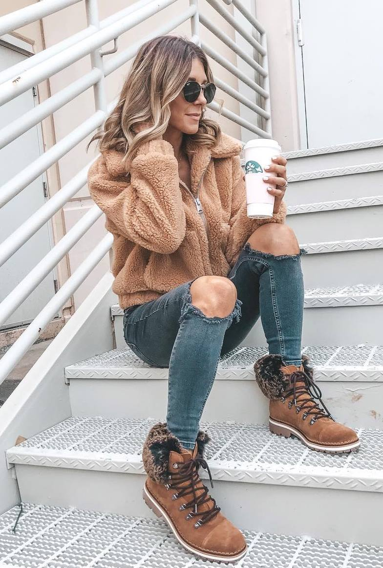 comfy outfit idea / brown jacket + boots + ripped jeans