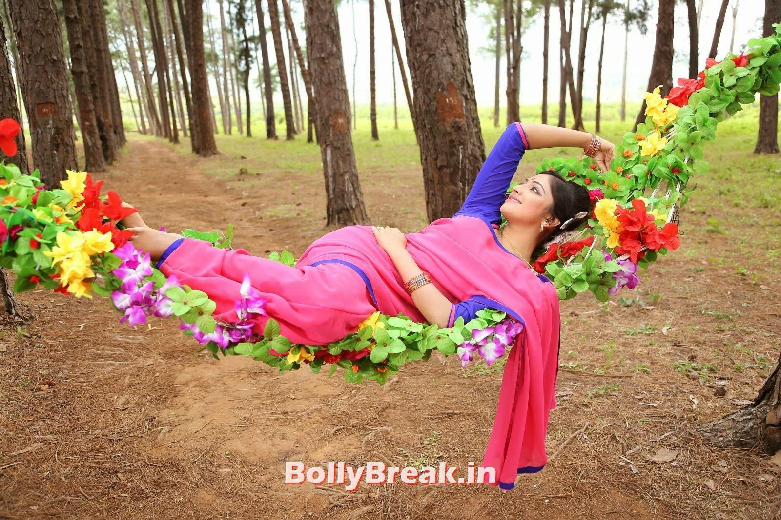 , Haripriya Hot HD Wallpapers in Saree