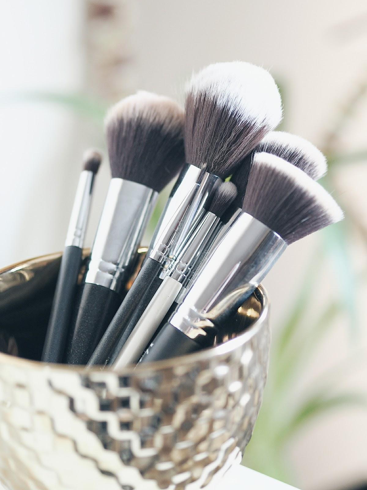 Jakie pędzle do makijażu wybrać? Flawless Foudation 02, Liner, Powder, Contouring, Blush, Crease, Eye Crease