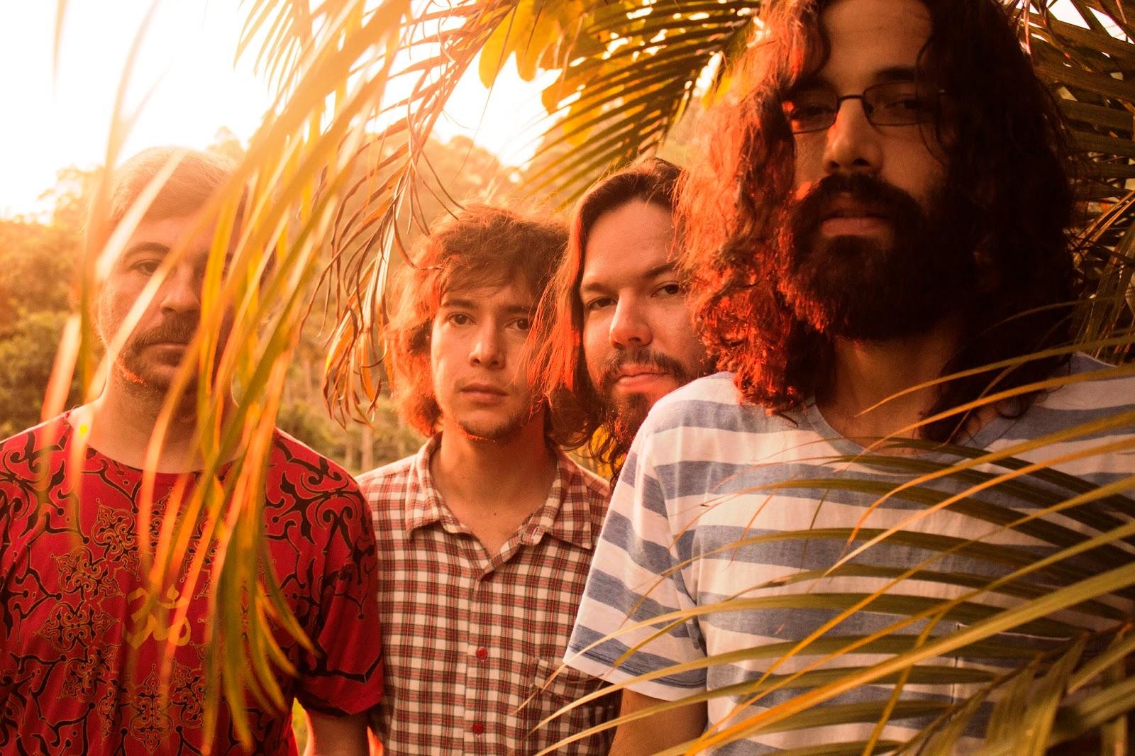 """5b281d71d6b6e No repertório do show, músicas de seus três discos, como """"Mantra"""", """"AiAi"""" ( na trilha de Malhação), """"Se Você Fosse Minha"""", """"O Sol Chegou"""", """"Café com  Pão"""", ..."""