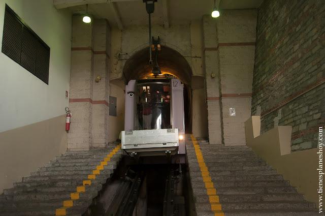 Funicular  Brunate Como Italia viaje