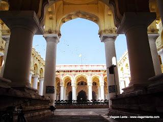 Relato de viagem à antiquíssima cidade de Madurai - habitada há mais de 2.300 anos, no sul da Índia, e o grandioso templo de Meenakshi.