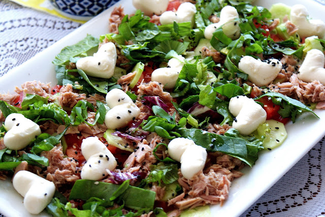 sałatka z mozzarellą, sałatka z tuńczykiem,z kuchni do kuchni,katarzyna franiszynluciano,blog kulinarny,salatka włoska,