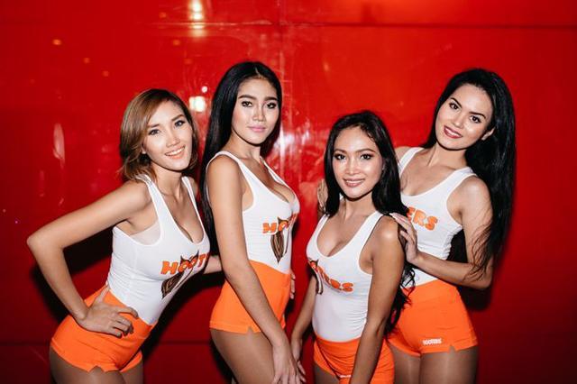 Foto Hot Seksi Pelayan di Hooters Jakarta