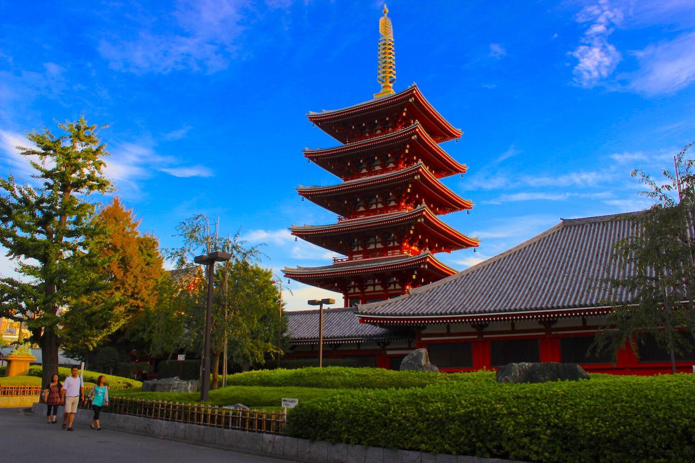 tokyo asakusa pagoda red