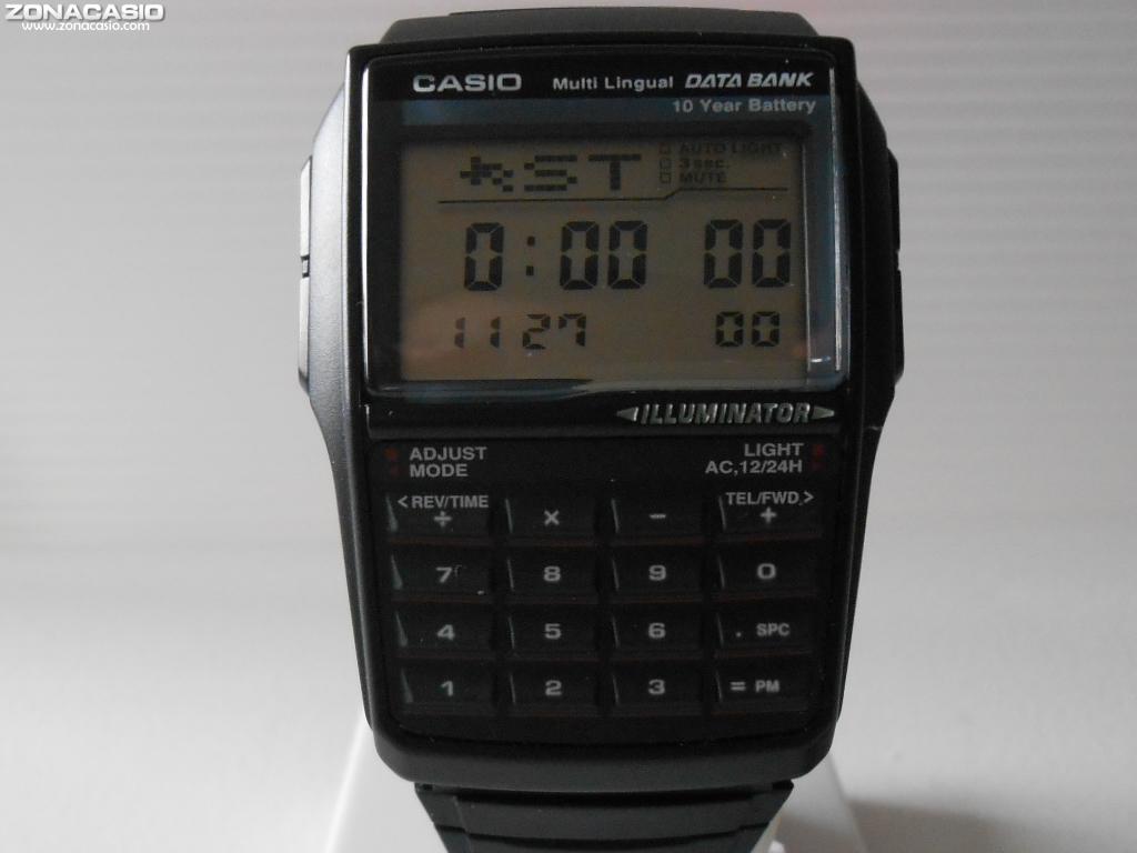 b6c399ba4f77 Zona Casio  Megapóster  Los relojes calculadora de Casio
