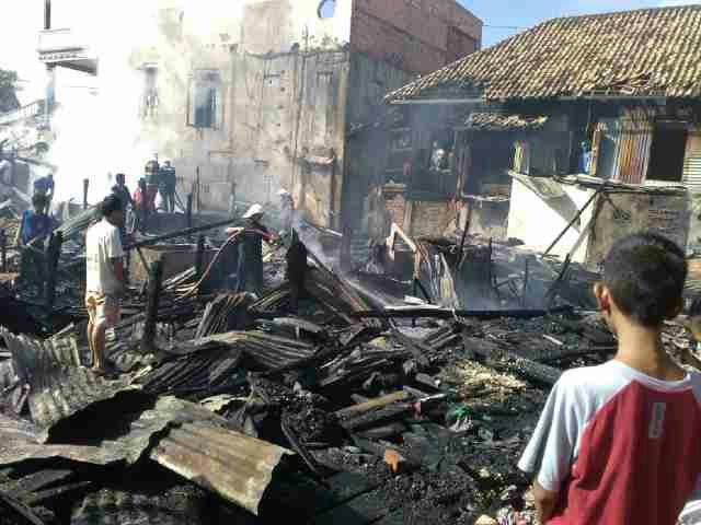 Diduga Korsleting Listrik, 7 Rumah Ludes di Lalap Api