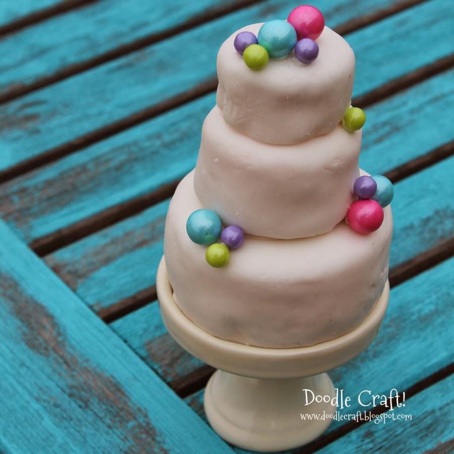 http://www.doodlecraftblog.com/2014/04/mini-3-tier-wedding-cake-cupcakes.html