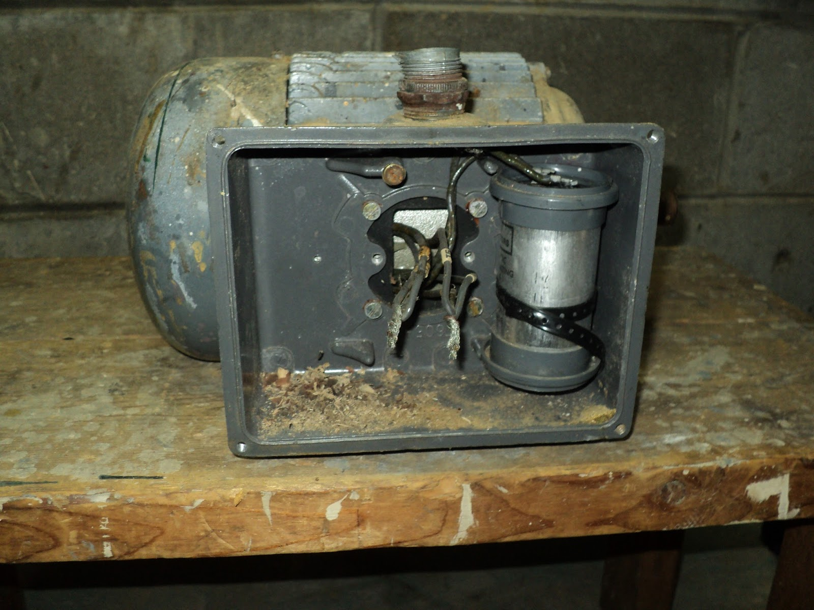 Rouge river workshop a brook electric 1 hp motor for Electric motor connection box