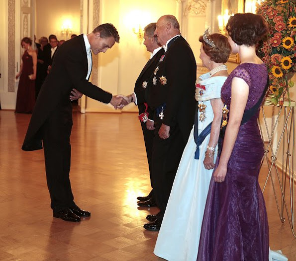 State visit of the King Harald and Queen Sonja in Finland, President Sauli Niinistö and his wife Jenni Haukio, Pearl brecelet, Pearl earrings, pearls necklace, gala dinner wore dress, gown, style