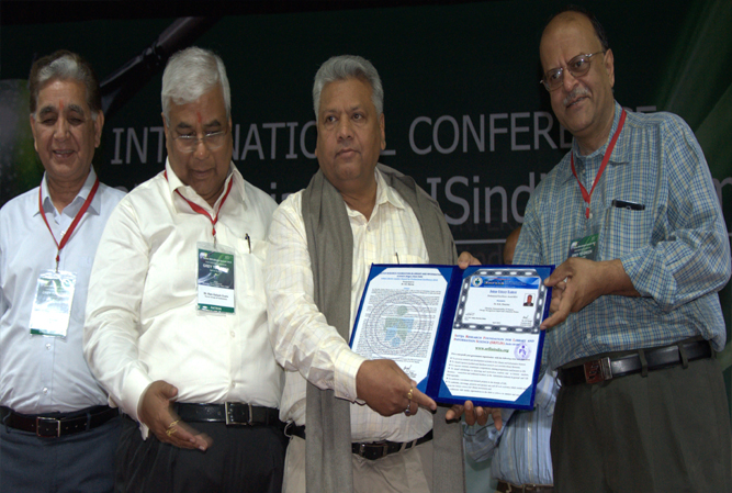 R K Sharma receiving SRFLIS Professional Excellence Award-2014