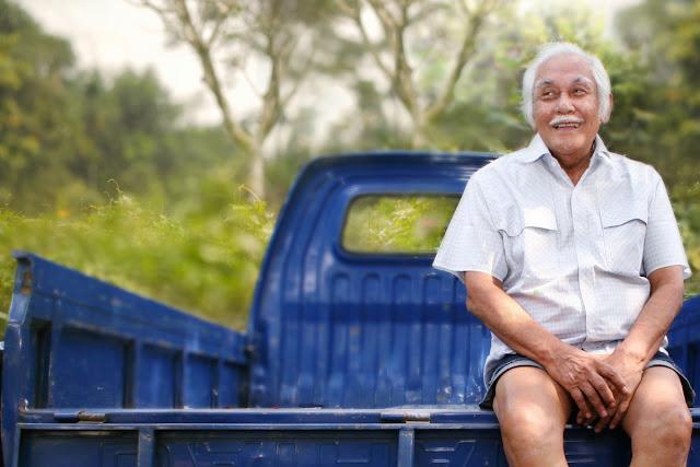 Kisah Sukses Bob Sadino yang menginspirasi