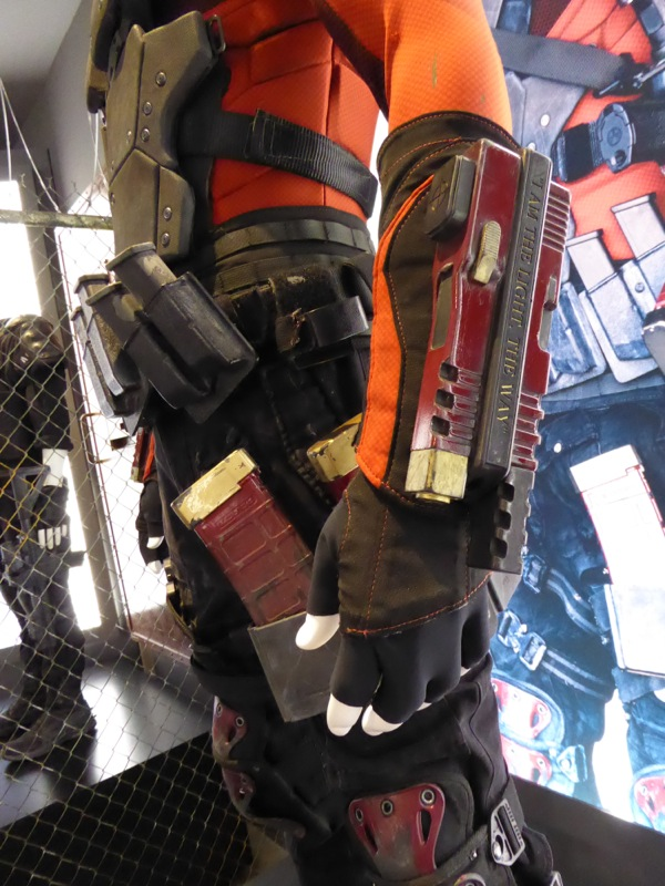 Deadshot gauntlet weapons Suicide Squad