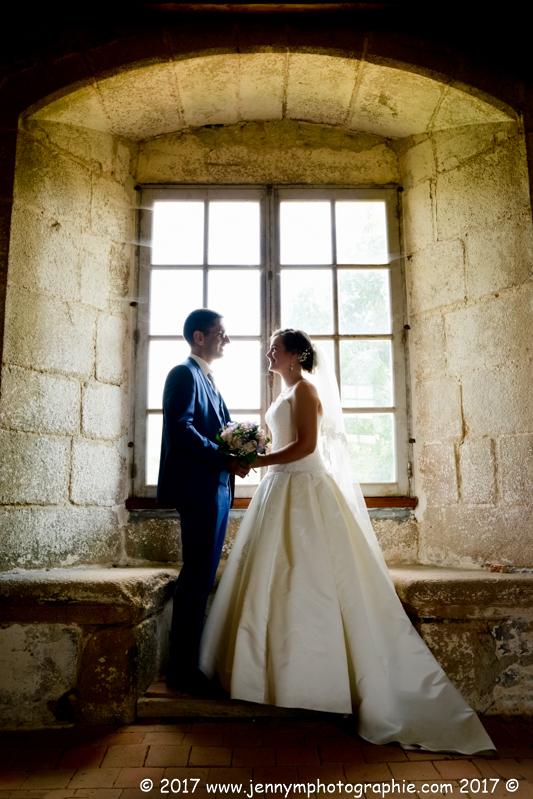 photo mariés contre jour dans chateau la grève st martin des noyers