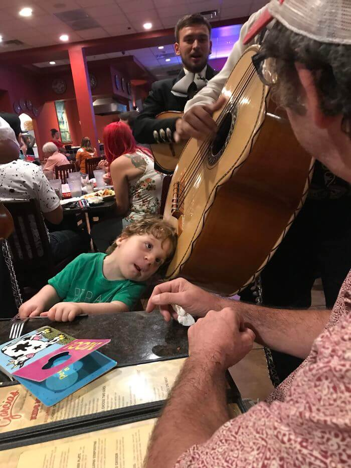 30 Heartwarming Photos That Restored Our Faith In Humanity - A Mariachi Musician Let My Hard Of Hearing Son Put His Head On The Guitarron So He Could Hear It. He Was Amazed!