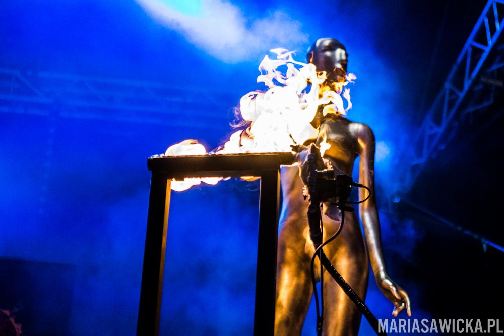 fire mannequin Uudet kymmenen käskyä Stam1na Provinssi Festivaali 2015 Seinäjoki