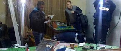 Periodistas israelíes increpan a Netanyahu por el cierre de medios de comunicación árabes.