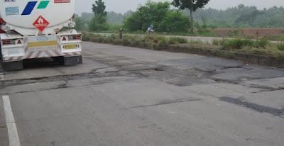 Jabar Diminta Perbaiki Jalan Provinsi Di Karawang