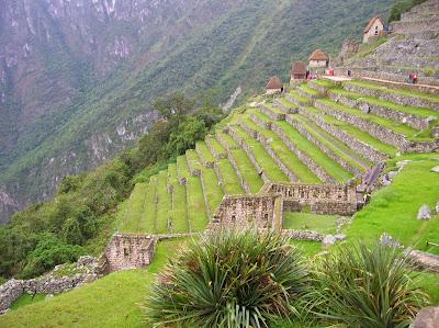 Bancales  con los graneros,  Machu Picchu, Perú, La vuelta al mundo de Asun y Ricardo, round the world, mundoporlibre.com