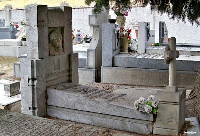 SEPULTURA DE ROGELIO FOLGUERAS. cementeriovallecas.com. FOTO: JAVIER JARA