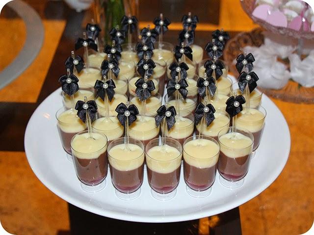 Doce de Festa no Copinho Brigadeiro Branco, Ganache e Morango