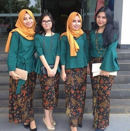15 Contoh Model Rok Batik Panjang Kombinasi Modern 2018