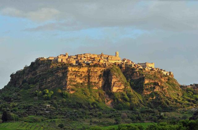 Aldeia Santa Severina na região da Calábria