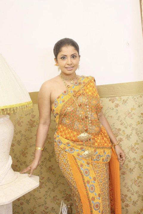 Dilhani Ashokamala Kandyan Saree Designs