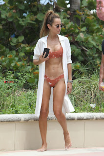 Natalia-Borges-Bikini-Candids-in-Miami-Beach-02+%7E+SexyCelebs.in+Exclusive.jpg