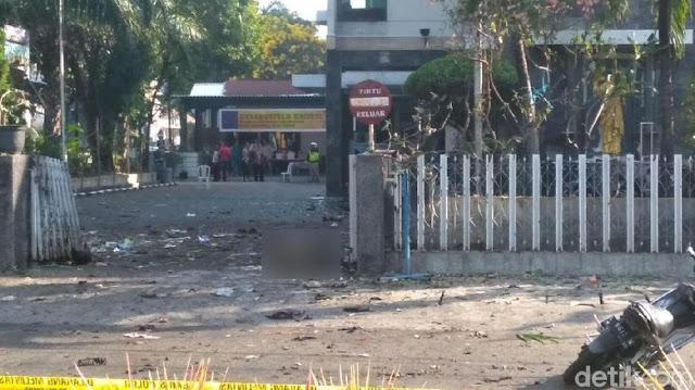 Detik-detik Bom Bunuh Diri Di GKI Surabaya, Saksi: Pelaku Peluk Petugas dan Meledak