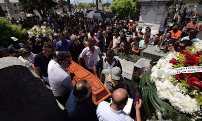 Goiana: Corpo de jovem que morreu após reagir a assalto é sepultado