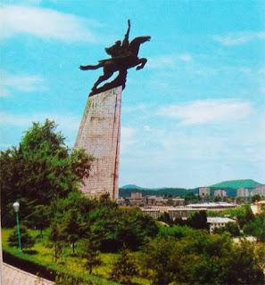 Foto Patung Chollima Korea Utara