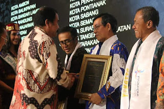 Manado Terima Penghargaan Yokatta Wonderful Indonesia Tourism Awards 2018