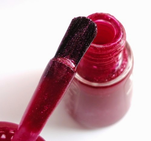 http://etteilla62.blogspot.fr/2014/08/vernis-bourjois-fan-effect-brush.html