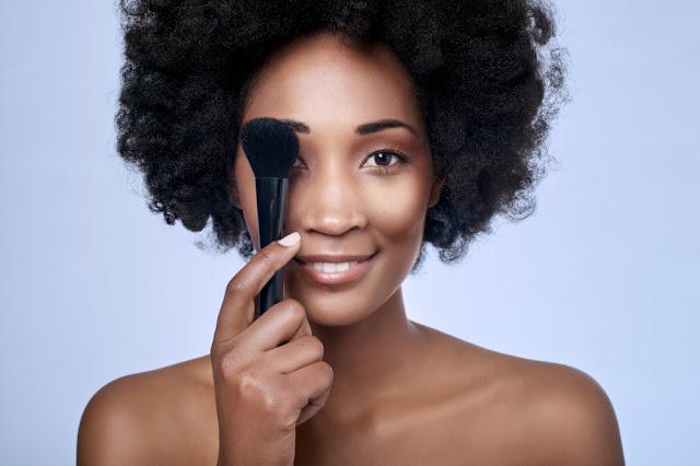 10 tutoriais de makes para pele negra fáceis e lindos para você arrasar