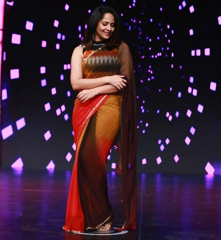 Indian tv actress anasuya bharadwaj hot stills in sleeveless orange indian beautiful actress anasuya bharadwaj photo shoot in sleeveless orange saree thecheapjerseys Gallery