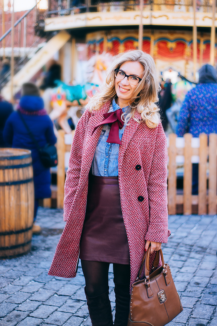 red_coat_denim_shirt_margarita_maslova_street_look