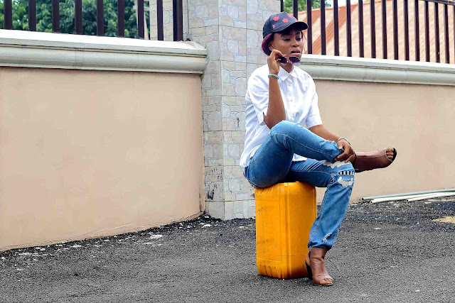 boyfriend-distress-jean-white-shirt-snapback-cap-naija-fashion-nigeria-blogger
